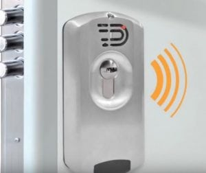 Defender Magnetico con Allarme 300x252 - Defender magnetico: l'ultima frontiera della sicurezza domestica