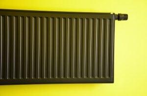 Termosifone Colore Nero 300x197 - Le migliori valvole termostatiche per riscaldare risparmiando