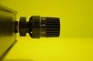 Valvola Termostatica Nera 300x197 - Le migliori valvole termostatiche per riscaldare risparmiando
