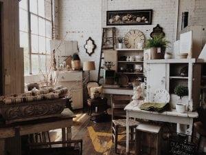 Componenti per Arredo Vintage 300x225 - Come arredare la propria casa in stile industriale: idee e consigli pratici