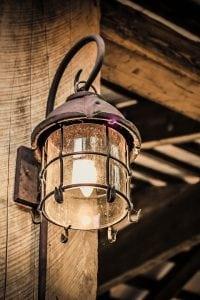 Lampada Antica per Arredamento Stile Industriale 200x300 - Come arredare la propria casa in stile industriale: idee e consigli pratici