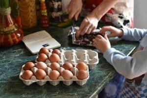 Come Fare Grembiuli Da Cucina Per Bambini.Grembiuli Da Cucina Come Scegliere I Migliori Con Pettorina