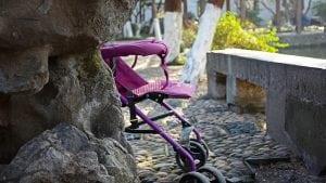 Passeggino Leggero per Bebè colore Rosa 300x169 - Il miglior passeggino leggero e ultraleggero per portare ovunque il proprio bebè