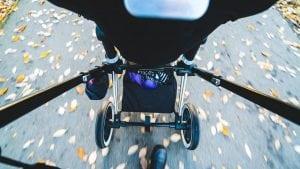 Passeggino Leggero per Bebè visto dall alto 300x169 - Il miglior passeggino leggero e ultraleggero per portare ovunque il proprio bebè