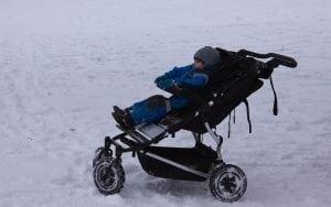 Passeggino con Schienale Reclinabile 300x188 - Il miglior passeggino leggero e ultraleggero per portare ovunque il proprio bebè