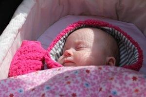 Passeggino per Bebè con Materiali Anallergici 300x200 - Il miglior passeggino leggero e ultraleggero per portare ovunque il proprio bebè