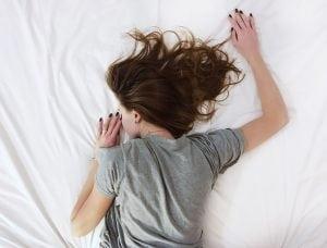 letto 1 300x228 - Letto sospeso: un complemento d'arredo innovativo e adatto ad ogni camera da letto moderna.