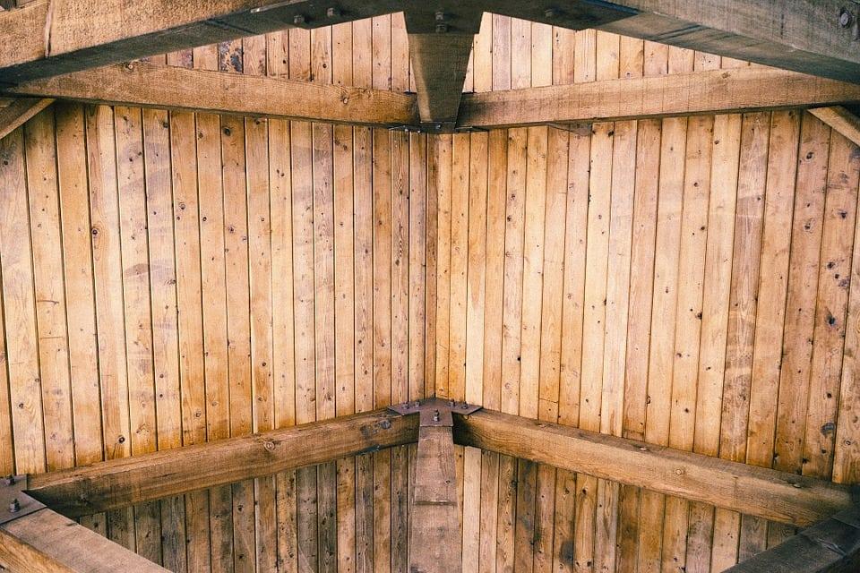 Arcata in legno - Controsoffitto in legno: dalle norme da rispettare ai principali metodi costruttivi