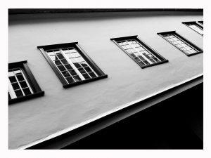 insonorizzare le finestre di casa 300x225 - Insonorizzare la porta: ecco come lasciare sulla soglia di casa tutti i rumori molesti