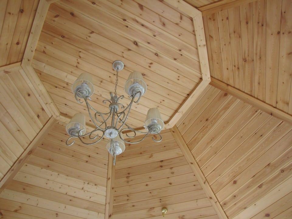 soffitto a cupola rivestito in legno - Controsoffitto in legno: dalle norme da rispettare ai principali metodi costruttivi