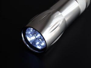 torcia a led 300x225 - Le migliori batterie 18650 per essere sicuro di non restare mai senza energia