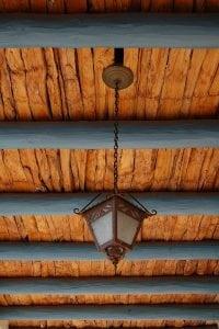 travi di legno 200x300 - Controsoffitto in legno: dalle norme da rispettare ai principali metodi costruttivi