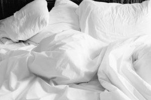 lenzuoli 300x200 - Letto sospeso: un complemento d'arredo innovativo e adatto ad ogni camera da letto moderna.