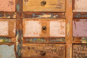 armadio con cassettini 300x200 - Camera da letto piccola: consigli sulla distribuzione del mobilio