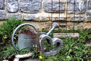 """attrezzi da giardino 300x200 - Il miglior tagliaerba mulching: scopriamo come """"coccolare"""" il nostro prato"""