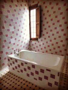 bagno colorato 225x300 - Bagno moderno: idee e consigli per progettare un bagno unico e personale