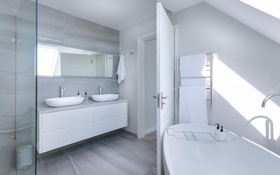 bagno moderno e minimalista - Arredamento minimal: l'arte di creare un ambiente essenziale e raffinato