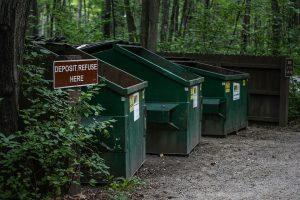 bidoni per riclicare materiale organico 300x200 - La miglior compostiera da giardino per creare un ottimo fertilizzante naturale
