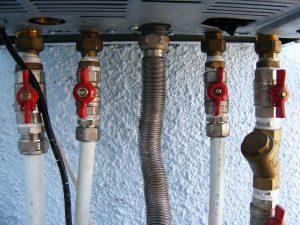 caldaia 300x225 - Come risparmiare sul riscaldamento: trucchi per restare al caldo senza spendere una fortuna