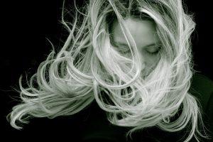 capelli lunghi e folti 1 300x200 - La migliore tinta per capelli professionale per un colore naturale e luminoso