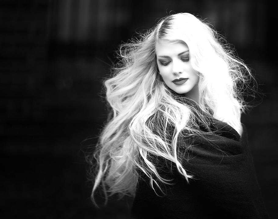 capelli lunghi e folti - I migliori integratori per capelli per donare tono e luminosità alla nostra chioma