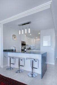cucina minimal 201x300 - Arredamento minimal: l'arte di creare un ambiente essenziale e raffinato