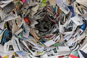 libri e dispense 300x200 - Libreria in cartongesso: le idee più creative per realizzare questo elemento d'arredo