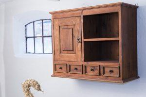 mobiletti in legno 1 300x200 - Bagno moderno: idee e consigli per progettare un bagno unico e personale