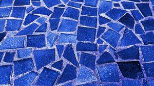 rivestimento a mosaico 300x169 - Bagno moderno: idee e consigli per progettare un bagno unico e personale