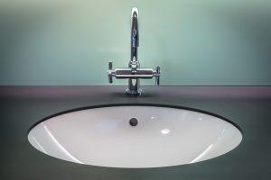 rubinetteria bagno 300x200 - Bagno moderno: idee e consigli per progettare un bagno unico e personale