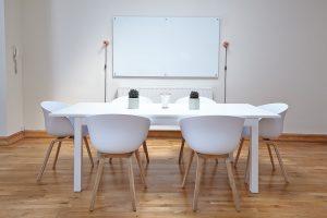 sala da pranzo minimal chic 300x200 - Arredamento minimal: l'arte di creare un ambiente essenziale e raffinato