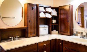 specchi in bagno per dare luce 300x180 - Bagno rustico: spunti, regole ed idee per realizzarlo al meglio