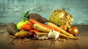 verdure da cucinare 300x169 - Come montare il piano cottura a induzione: suggerimenti e consigli