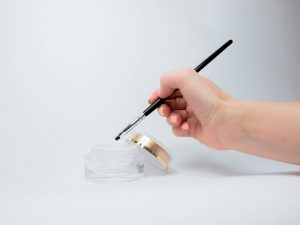 applicazione del Gel monofasico 300x225 - Il Gel monofasico migliore per la cura e la ricostruzione delle unghie