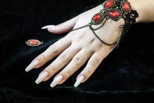 gel sulle unghie 300x201 - Il Gel monofasico migliore per la cura e la ricostruzione delle unghie