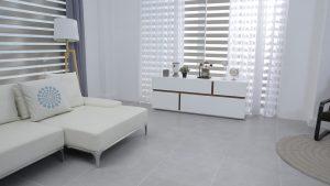 tende scorrevoli per soggiorno 300x169 - Tipi di tende: guida alla scoperta dei modelli migliori e più versatili