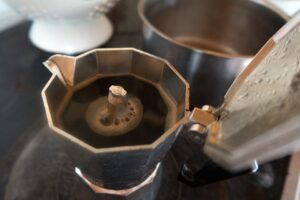 caffe appena fatto 300x200 - La migliore Moka: quale scegliere tra i modelli in acciaio o alluminio