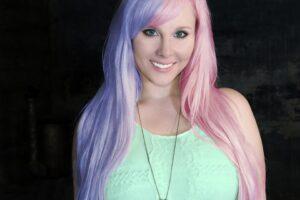 capelli di due colori 300x200 - La migliore tinta per capelli professionale per un colore naturale e luminoso