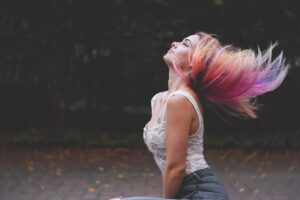capelli di varie sfumature di colore 300x200 - La migliore tinta per capelli professionale per un colore naturale e luminoso