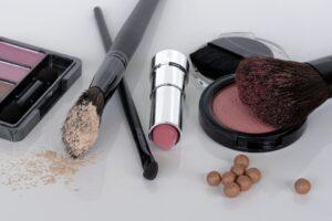 cosmetici 300x200 - Come scegliere il miglior volumizzante labbra efficace tra le proposte del mercato