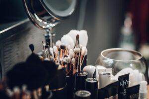 cosmetici da donna 300x200 - Come scegliere il miglior volumizzante labbra efficace tra le proposte del mercato
