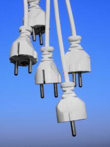 plug 2066838 1280 225x300 - La presa filtrata migliore per prevenire i danni di fulmini e sovratensioni