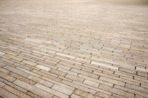 pavimento pietra 300x200 - Pietre per esterni: caratteristiche e soluzioni per la pavimentazione