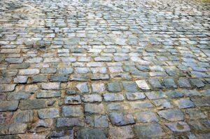 pietra e pavimenti 300x198 - Pietre per esterni: caratteristiche e soluzioni per la pavimentazione
