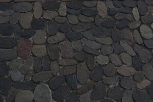 pietre 300x200 - Pietre per esterni: caratteristiche e soluzioni per la pavimentazione