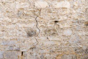 muro crepe 300x200 - Crepe nei muri quali soluzioni? Scopriamolo insieme