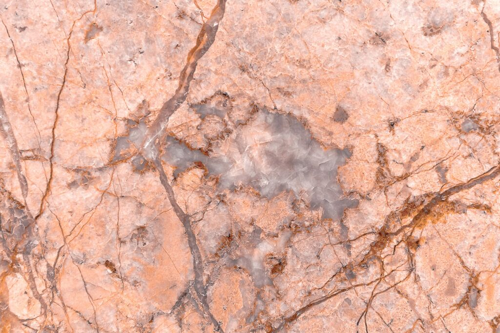 venature marmo rosa 1024x683 - Come lucidare il marmo: le tecniche per renderlo splendente