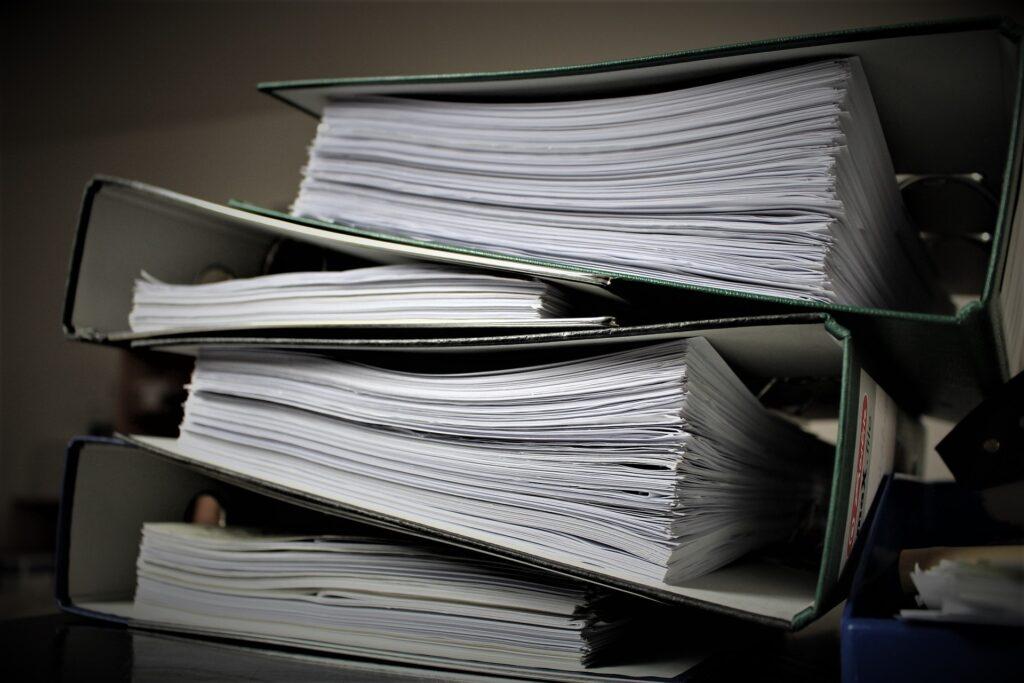 faldoni burocrazia 1024x683 - Autocertificazione stato di famiglia: come si fa e a cosa serve