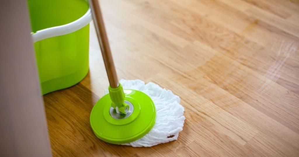 pavimenti in teak pulizia